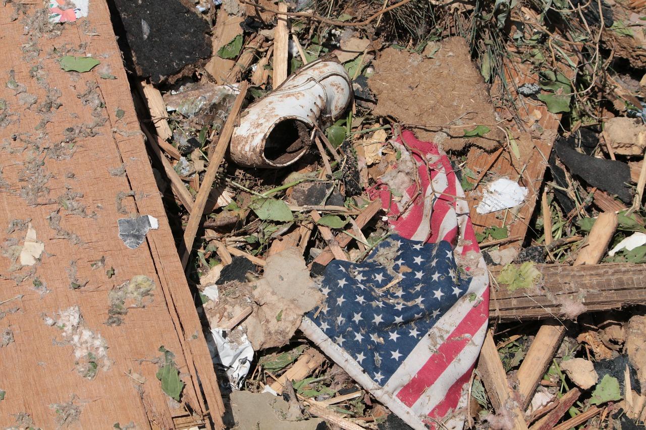 tornado-112763_1280