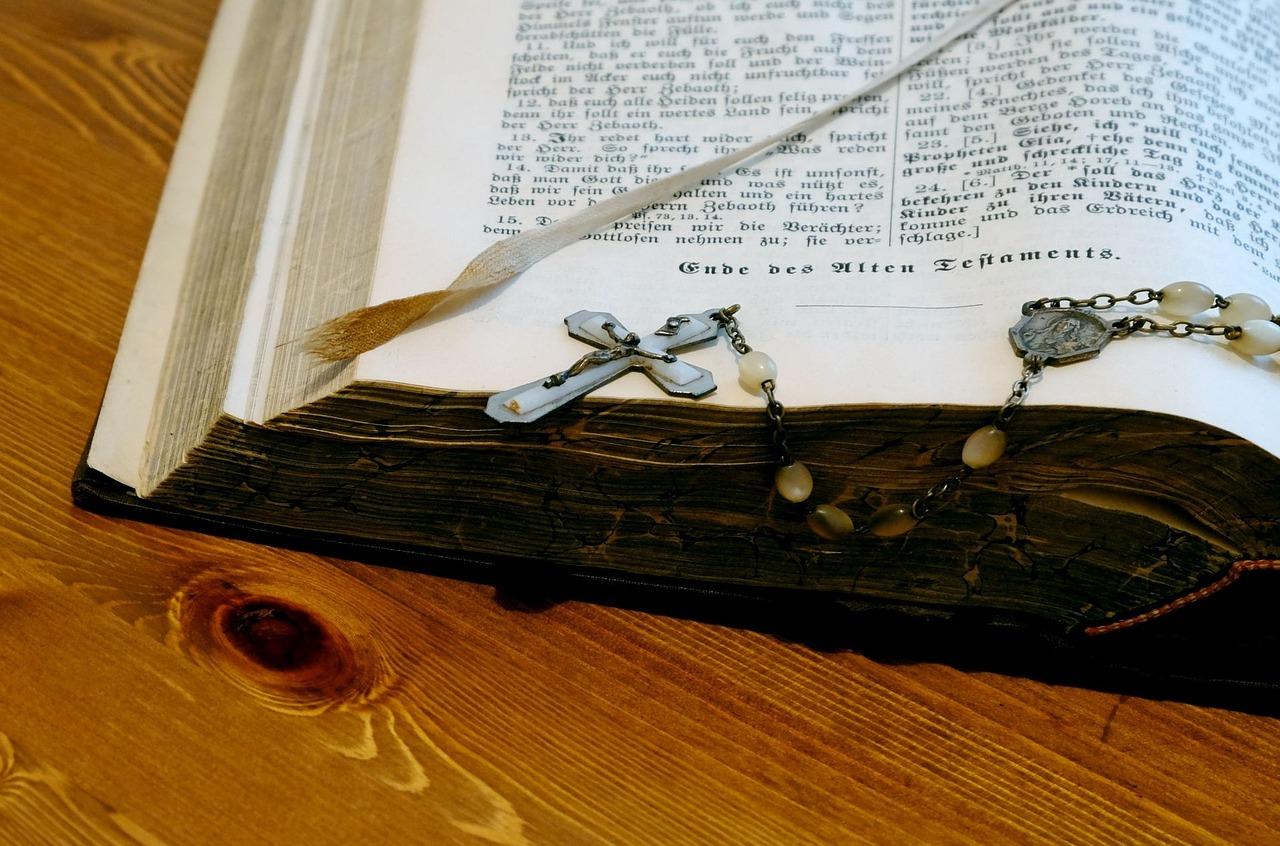 bible-989311_1280
