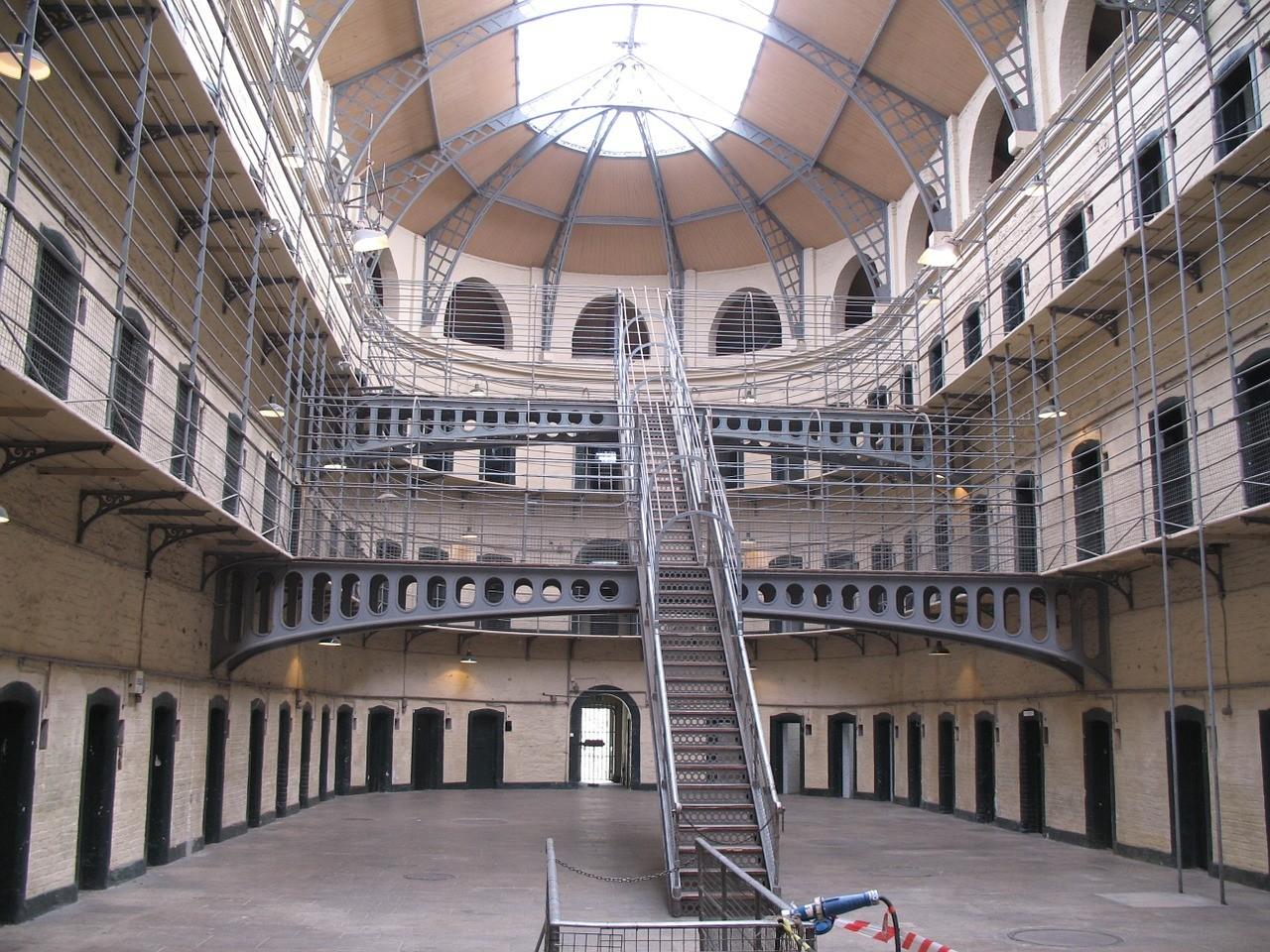 jail-831270_1280