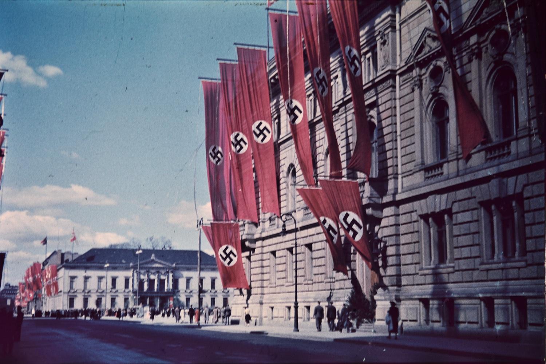 swastikas-906653